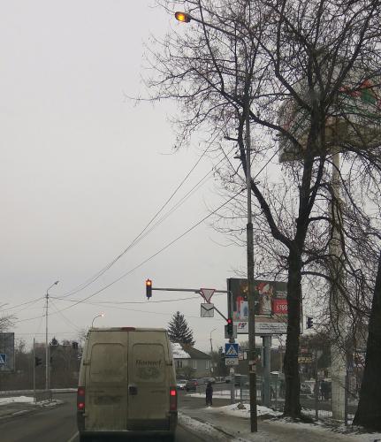 У Луцьку пропонують заборонити світло вдень на вулицях