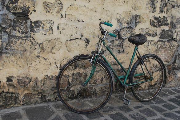 У Луцькому районі зловмисник на очах у власника викрав велосипед