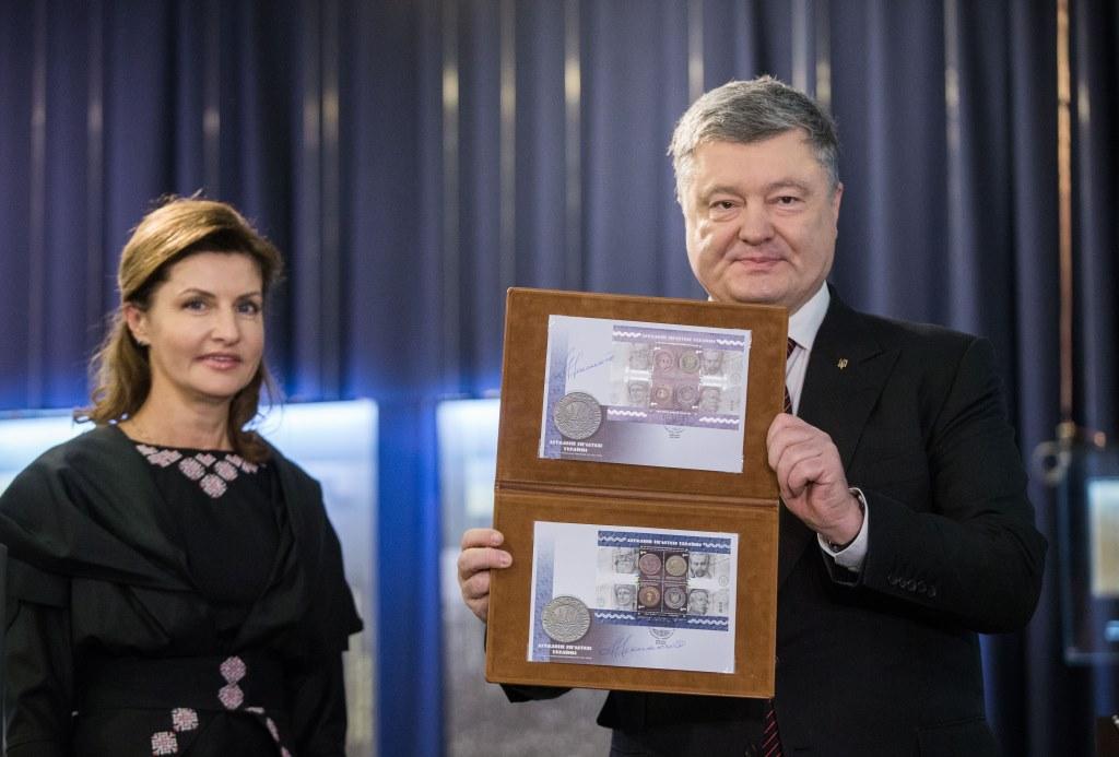 Президент України погасив марку до 100-річчя Української революції 1917–1921 років