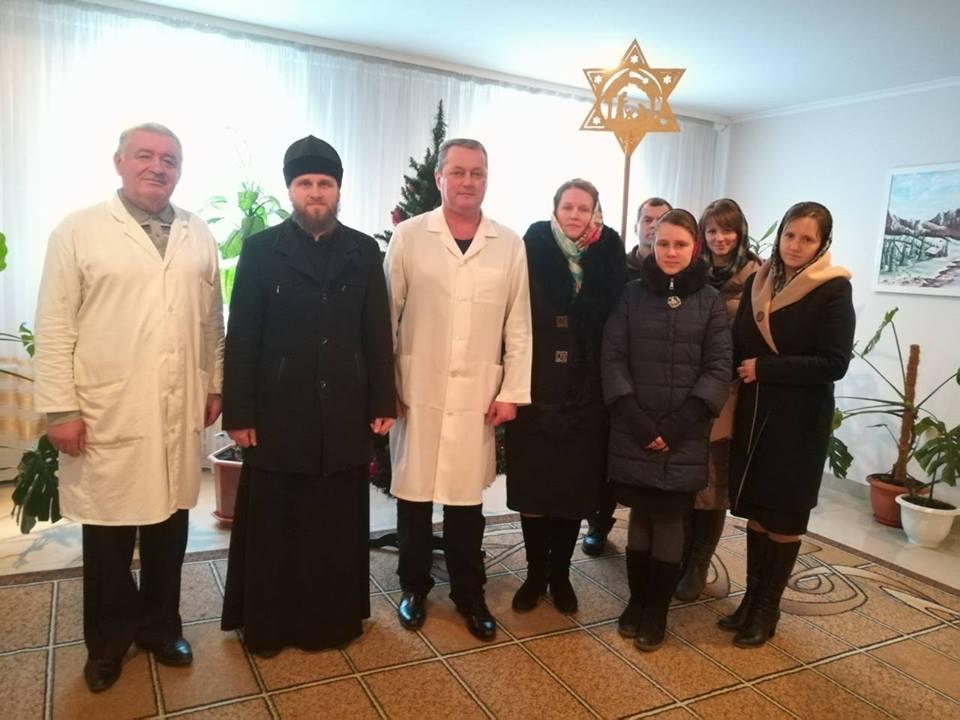 У Луцьку працівників та пацієнтів наркодиспансеру привітали з Різдвом