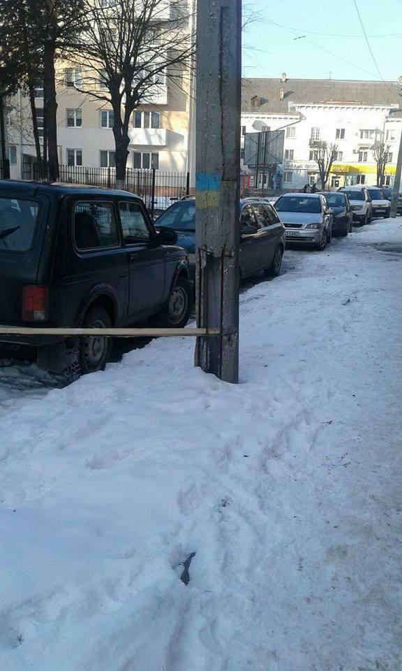 У Луцьку виявили аварійну електроопору. ФОТО
