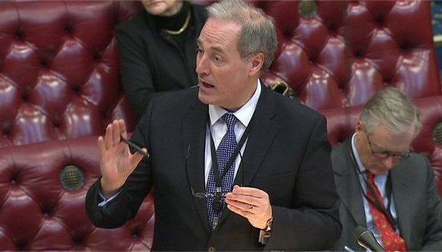 Британський міністр йде у відставку через запізнення