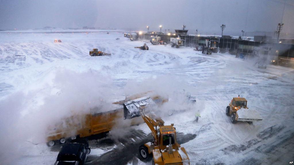 У США снігопади та заморозки спровокували масові затримки в аеропортах