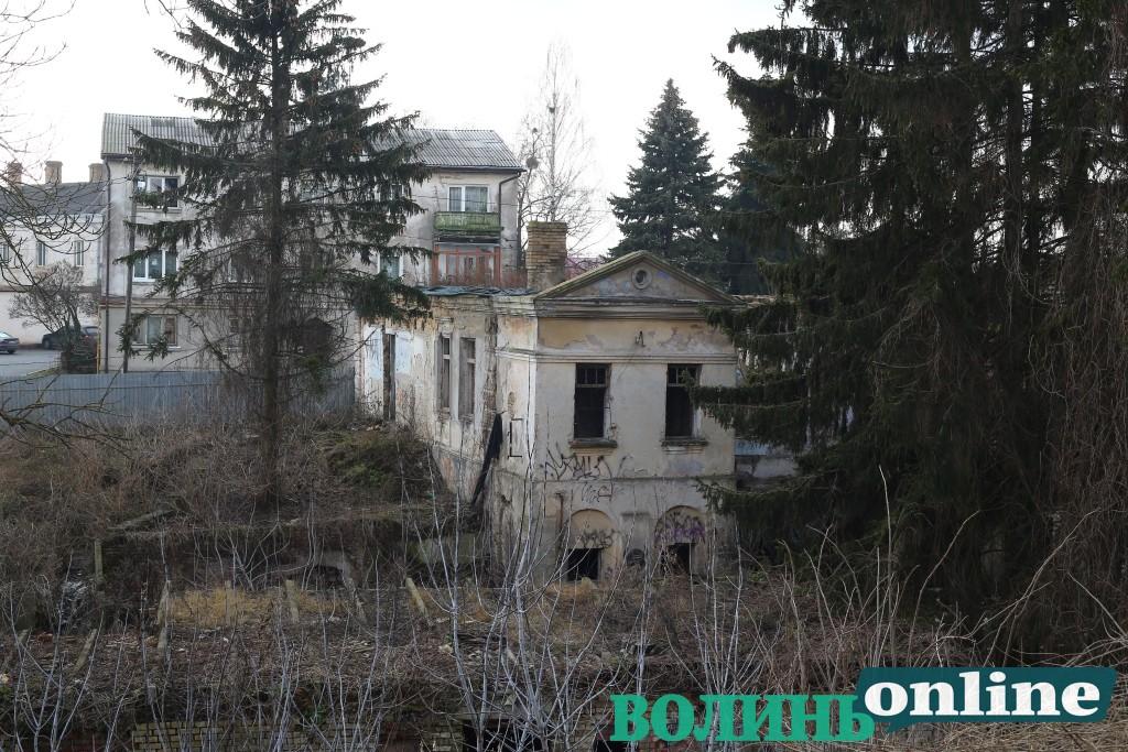 Занедбані будівлі Старого Луцька. ФОТОРЕПОРТАЖ