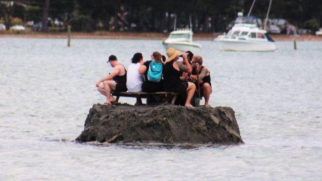 Новозеландці насипали острів, щоби відсвяткувати Новий рік з алкоголем
