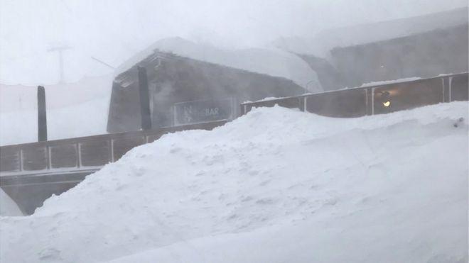 Через снігопади на лижних курортах в Альпах «застрягли» 10 тисяч туристів