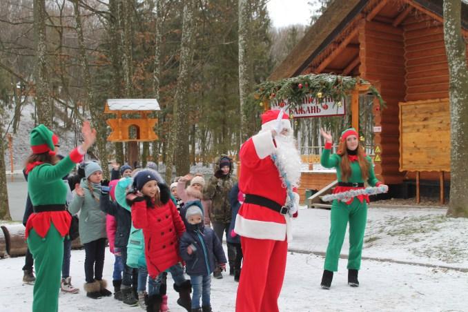 Протягом місяця лісову резиденцію Санти на Волині відвідали півтисячі дітей та дорослих. ФОТО