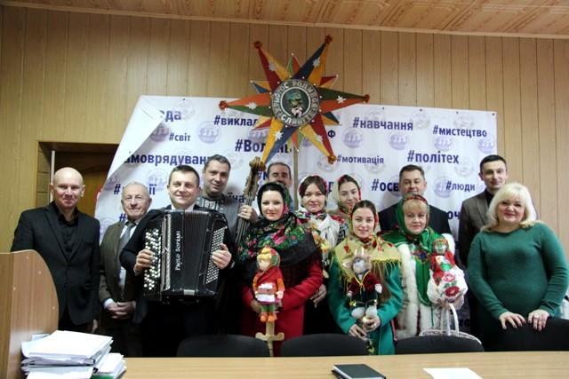 «Різдвяна пісня» Луцького НТУ привітала лучан зі святами. ФОТО