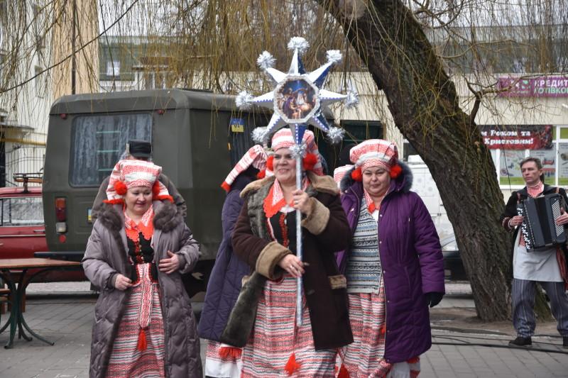 У Луцьку триває традиційний етно-фестиваль «Різдво у Луцьку». ФОТО