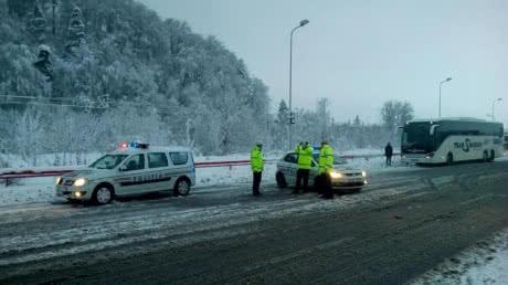 Снігопади у Румунії блокують дороги, тисячі людей залишилися без світла