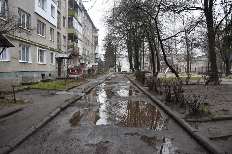 У Луцьку ряд дворів потребують капремонту. ФОТО
