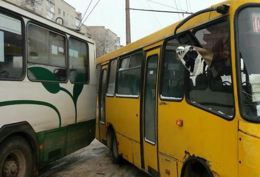У Луцьку тролейбус зіткнувся із маршруткою