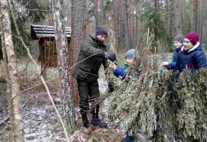 На Волині юні лісівники підгодовують диких тварин. ФОТО