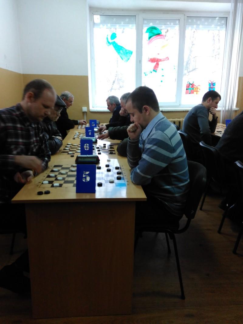 У Луцьку вперше провели змагання з шашок між школярами та ветеранами