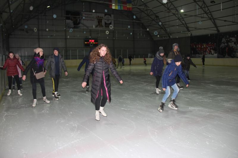 У Луцьку для дітей та молоді влаштували спортивне зимове дозвілля