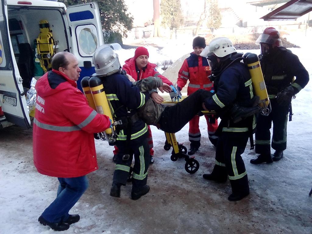 На Волині рятувальники тренувалися приборкувати пожежі в навчальних закладах