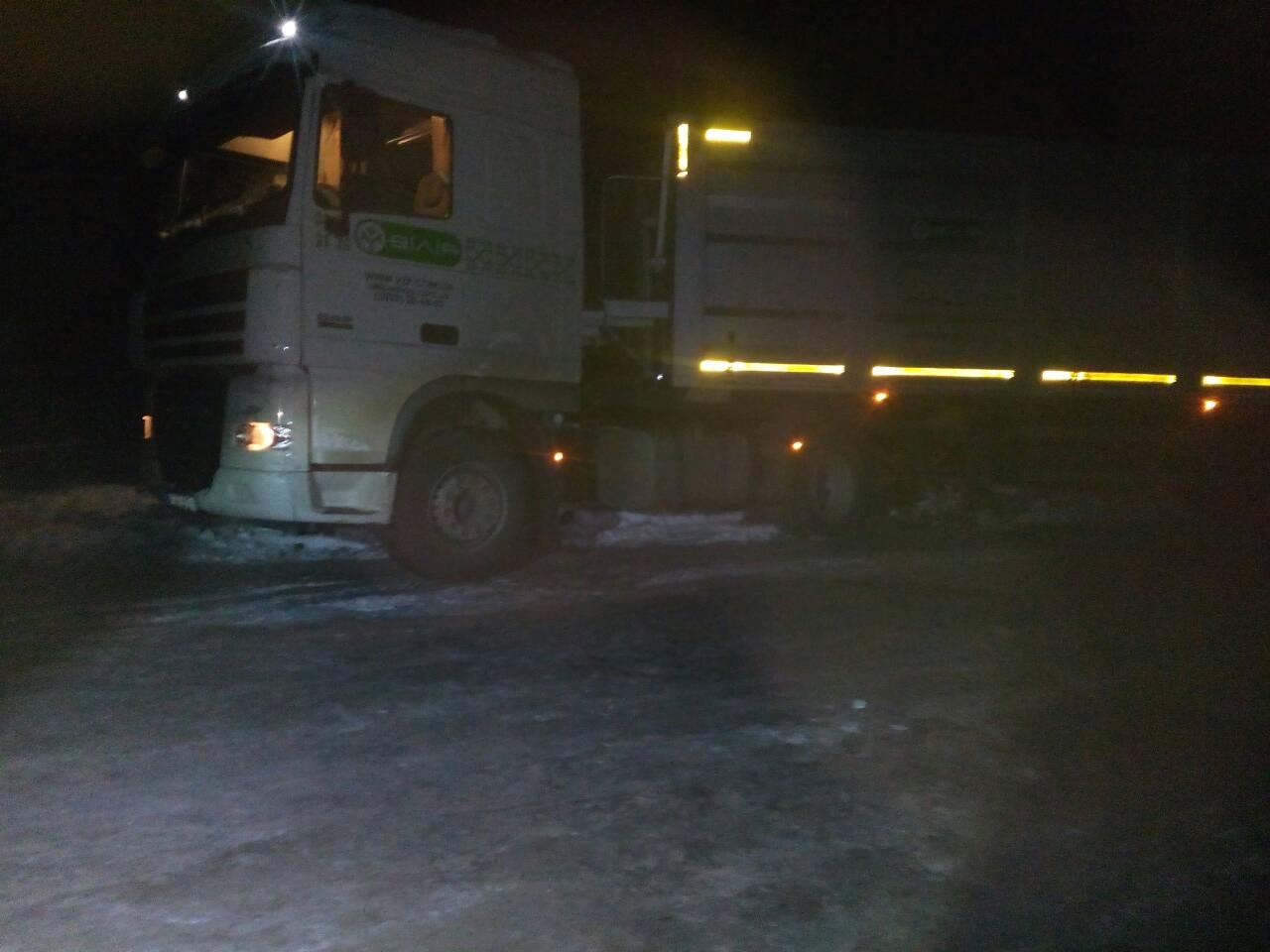 На Волині в снігових заметах опинилися сім автомобілів. ФОТО