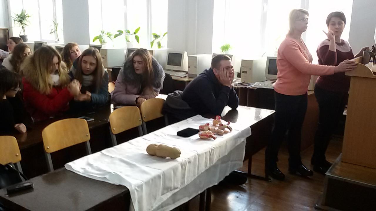У Луцьку студентам розповіли про наслідки абортів. ФОТО