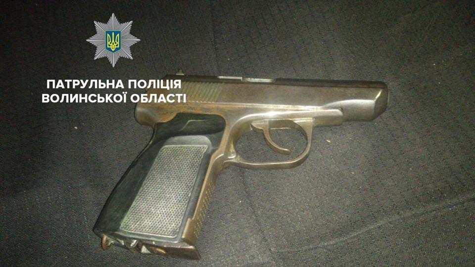 У Луцьку затримали молодиків, які вчинили стрільбу біля нічного клубу. ВІДЕО