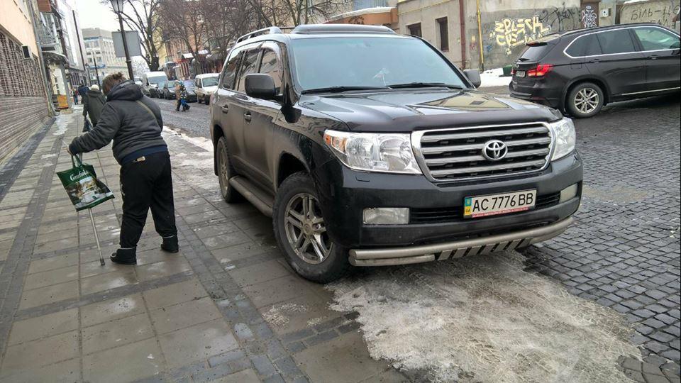 У Луцьку син депутата порушив правила дорожнього руху