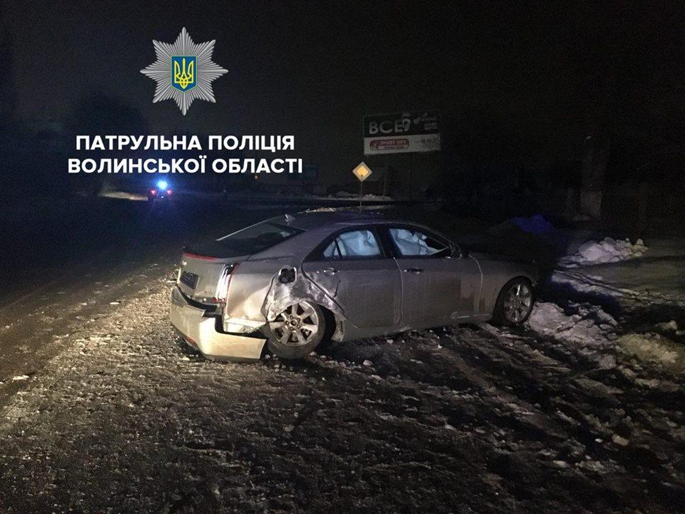 У Луцьку п'яний водій зніс електроопору. ФОТО
