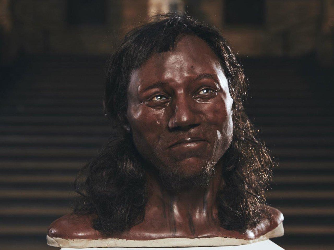 Дослідники виявили, що первісна людина в Британії була темношкірою