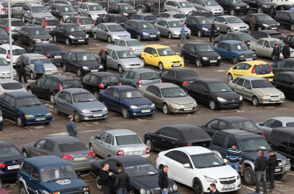 У минулому році в Україну ввезли утричі більше вживаних авто, ніж у 2016-му