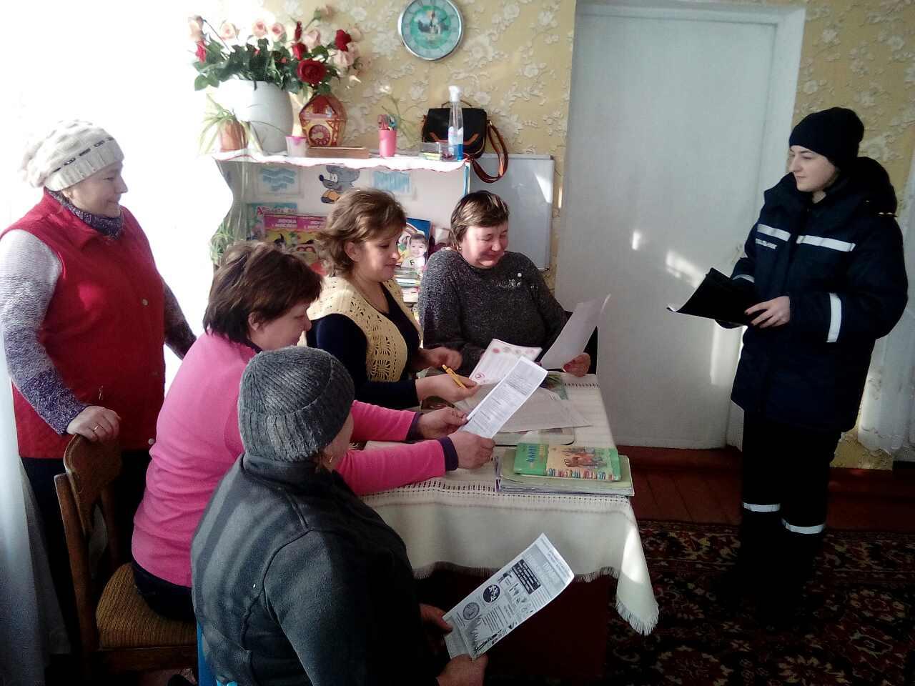 На Волині трудовий колектив садочка навчали правил пожежної безпеки