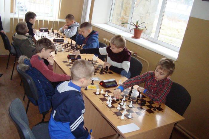 У Луцьку юнаки та дівчата змагалися у грі в шахи. ФОТО