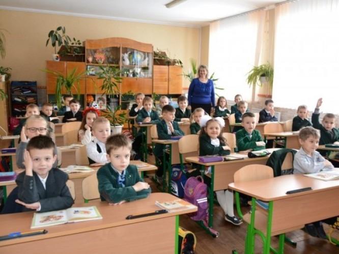 В управлінні освіти Луцькради пояснили, як зараховуватимуть до шкіл не за місцем прописки