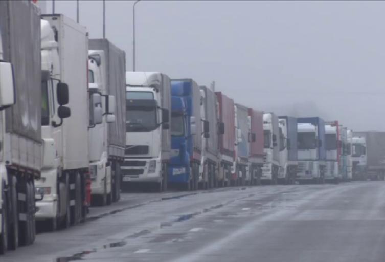 На «Ягодині» черга з вантажівок розтягнулася до 18-ти кілометрів