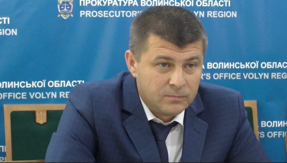 Декларація прокурора Волинської області: їздить на авто екс-дружини, зберігає вдома долари та орендує квартиру в Луцьку