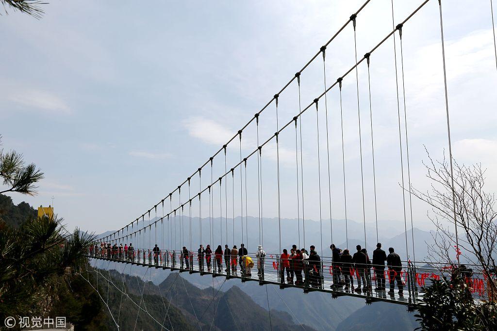 Китайці відкрили найвищий у країні скляний міст