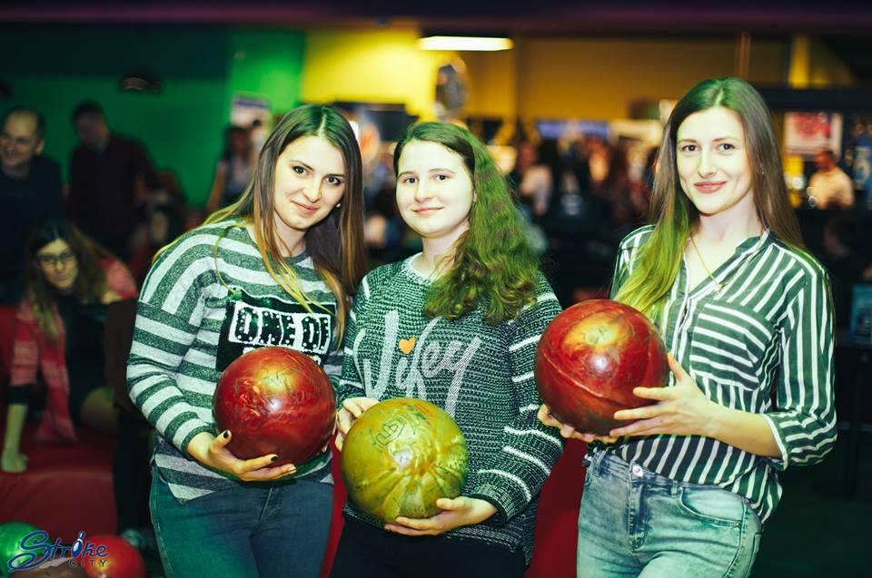 Як у Луцьку в боулінг-клубі відзначили свято весни і жінок. ФОТО