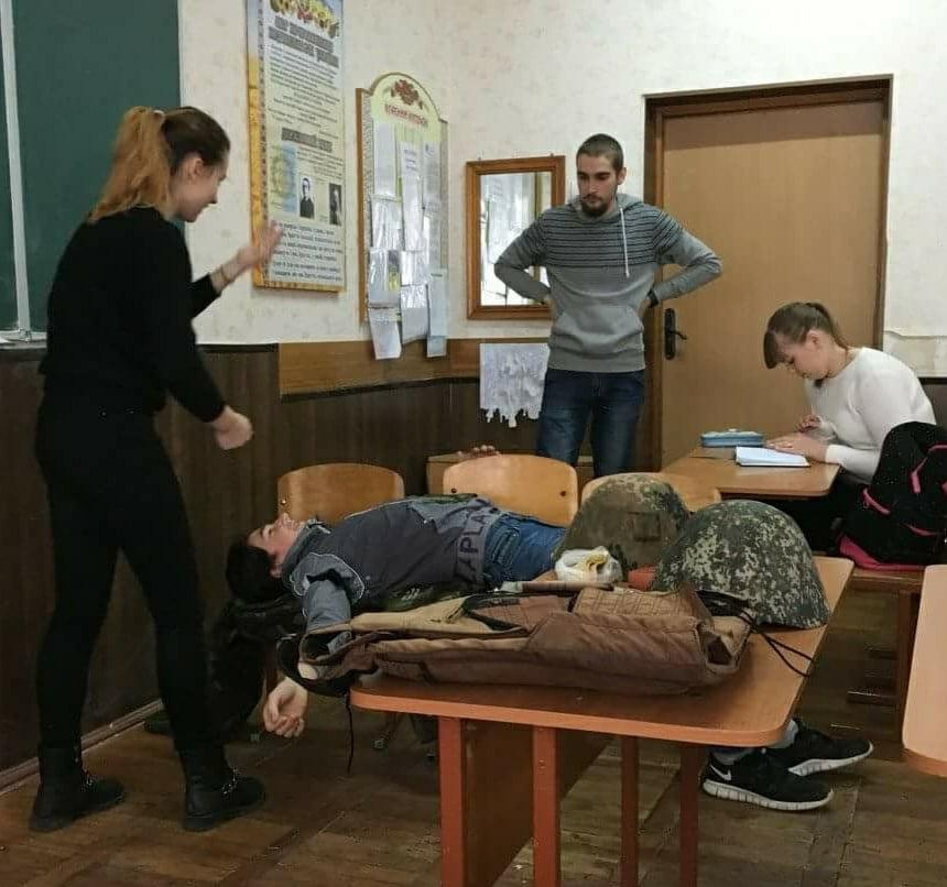 У Луцьку для школярів провели заняття з тактичної медицини