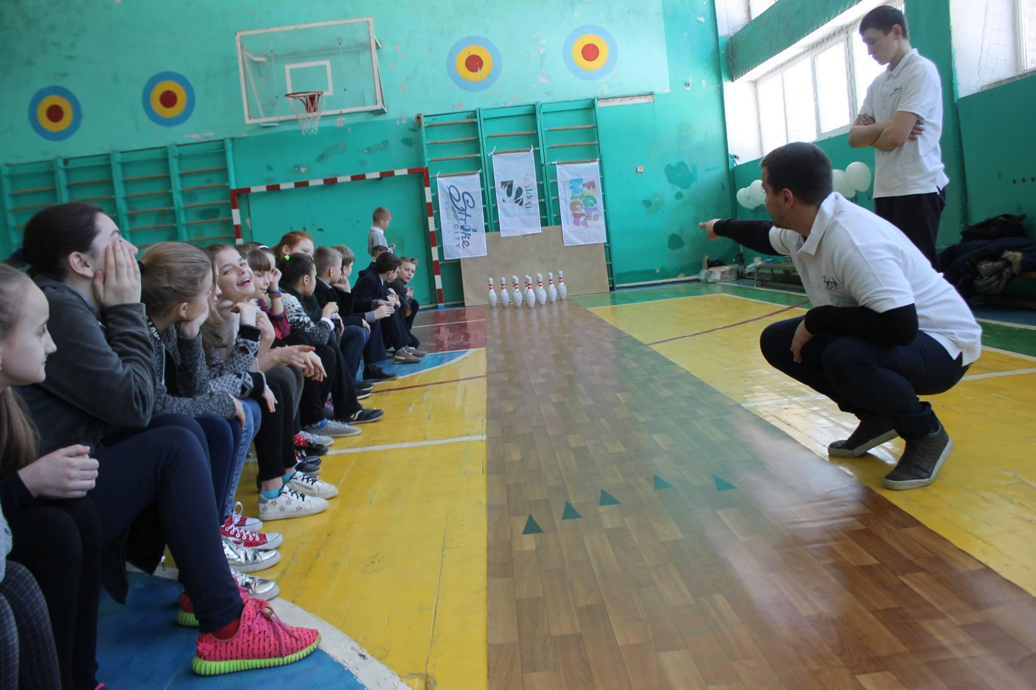 У луцьких школах можна навчитися гри у боулінг. ФОТО