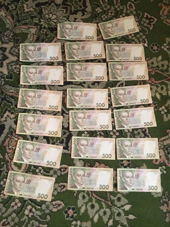 На Волині на хабарі в 10 тисяч гривень затримали посадовця. ФОТО