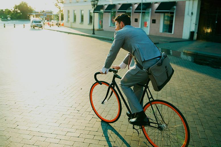 Наскільки поширеною є практика добиратися на роботу на велосипеді