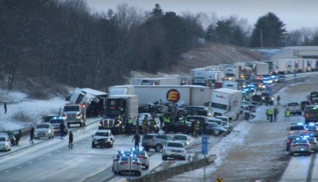 У США через сніговий туман зіштовхнулись понад 80 авто