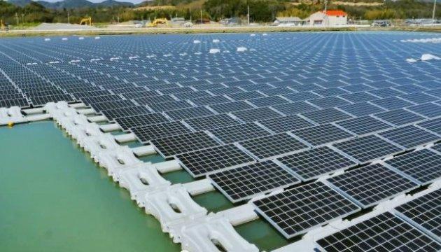 В Японії запустили сонячну електростанцію на воді