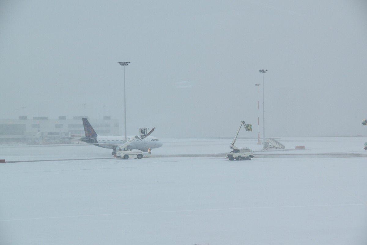 В аеропорту Брюсселя 130 рейсів скасували через негоду