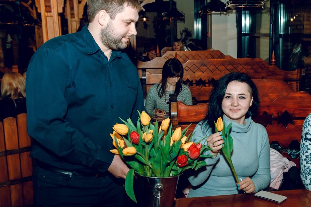 Як у луцькому ресторані вітали жінок з весною. ФОТО