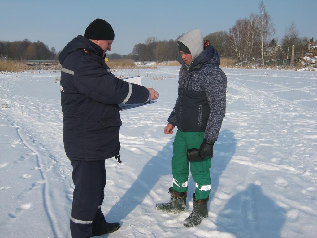 Волинським рибалкам нагадали правила безпеки на льоду. ФОТО