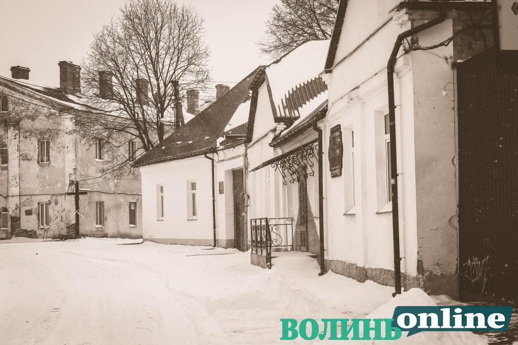 Прогулянка березневим засніженим Старим містом у Луцьку. ФОТОРЕПОРТАЖ