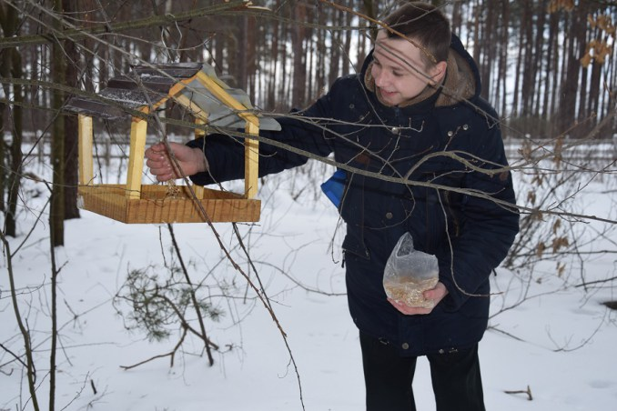 На Волині учнів шкільних лісництв допомагають птахам вижити. ФОТО
