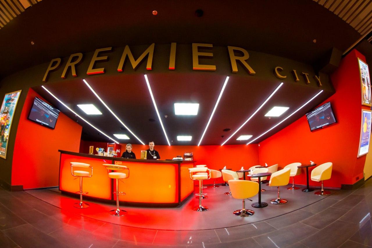 У Луцьку кінотеатр дарує малюкам безкоштовні розваги на роликах