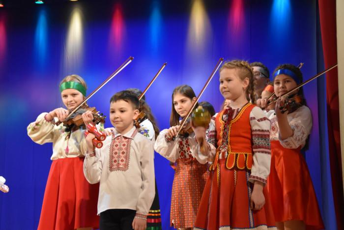 Вихованці музичної школи влаштували концерт для лучан. ФОТО