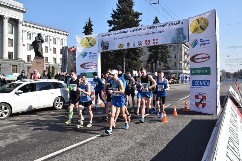 Два дні у Луцьку змагатимуться кращі спортсмени зі спортивної ходьби. ФОТО