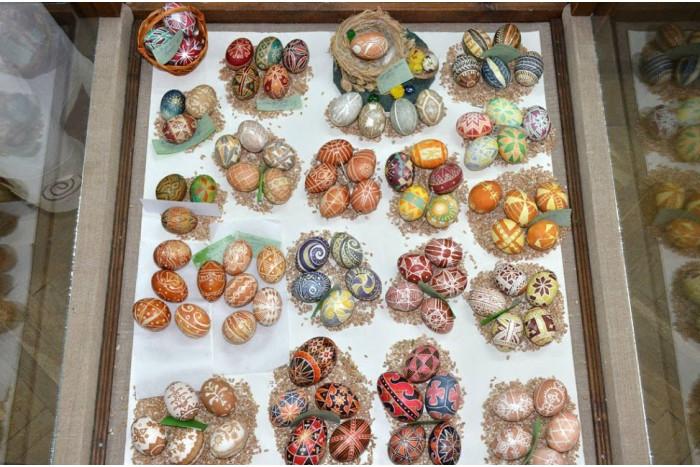 У Луцьку – виставка, яка відображає сучасні традиції святкування Великодня. ФОТО