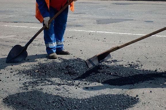У райони Волині передали 400 тонн «холодної» суміші для початку ямкового ремонту доріг